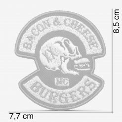 Patch Bordado Caveira Bacon & Cheese Burgers, cinza, com termocolante 7,7x8,5cm da PATCH GANG