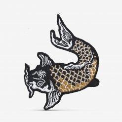 Patch Bordado Peixe japonês Carpa Preta e dourada com termocolante 6,8x8,5cm da PATCH GANG