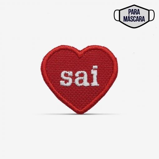 """Patch Bordado pequeno, coração escrito """"sai"""", com termocolante 3,5x3,1cm da PATCH GANG"""